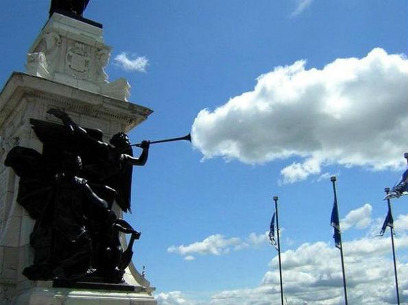 Статуята, която изпуши