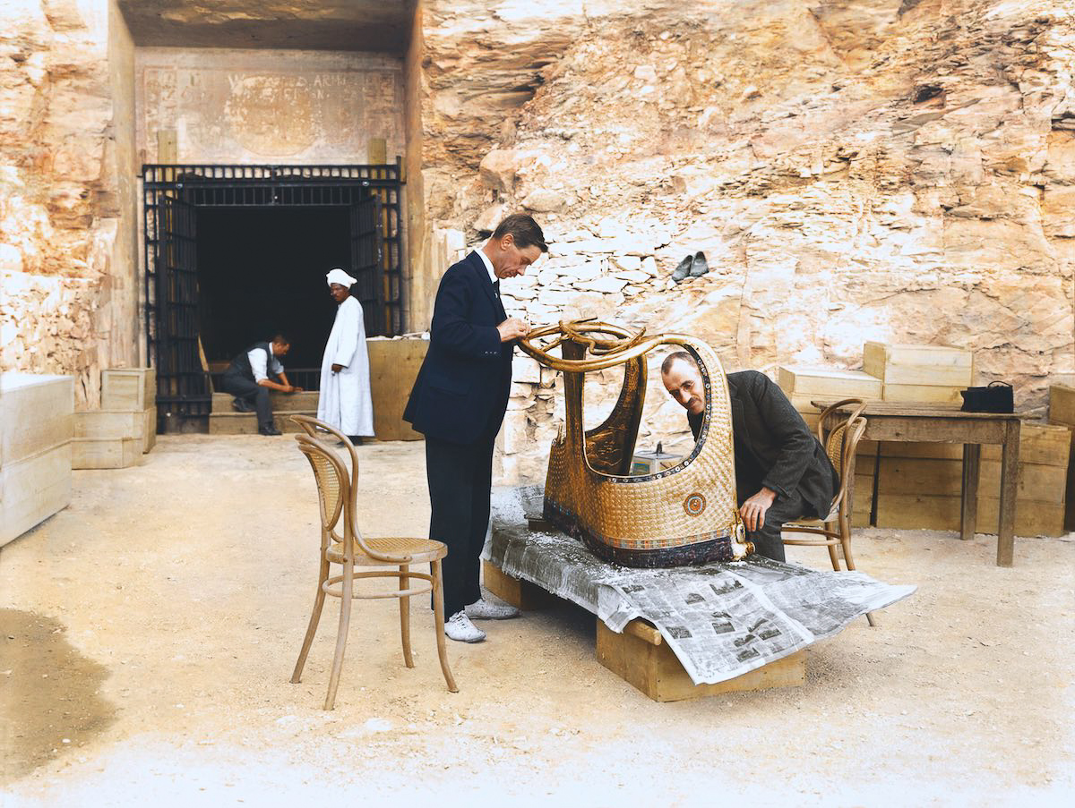 "Снимка: HARRY BURTON (C) THE GRIFFITH INSTITUTE, OXFORD. COLORIZED BY DYNAMICHROME FOR THE EXHIBITION ""THE DISCOVERY OF KING TUT"" IN NEW YORK."