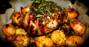 Печено агнешко с пресни картофи